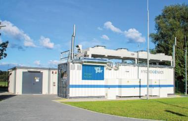 """German funding project press release:<br/>""""1 MW-PEM-Wasserelektrolyse-System"""""""